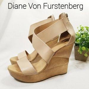 Diane Von Furstenberg 10 Opal Wedge Sandal Nude